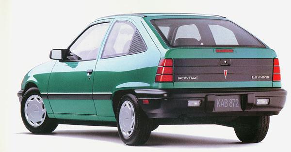 L'Opel Kadett sera badgée Passport Optima, puis Pontiac LeMans, avant de devenir Asüna SE/GT