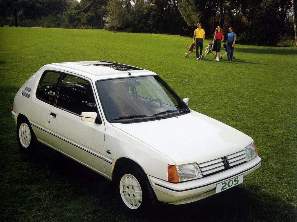 La 205 Lacoste, première incursion de Peugeot dans le monde du tennis !