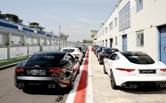 "Pirelli ""P Zero Experience"" : Magny-Cours en Jaguar F-Type !"