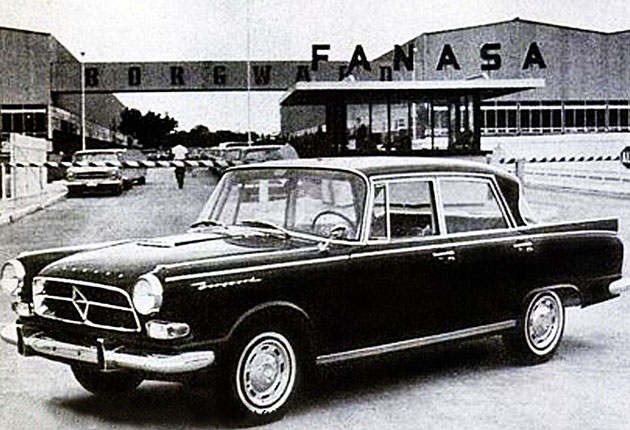 Une Borgward 230 devant l'usine FANASA !