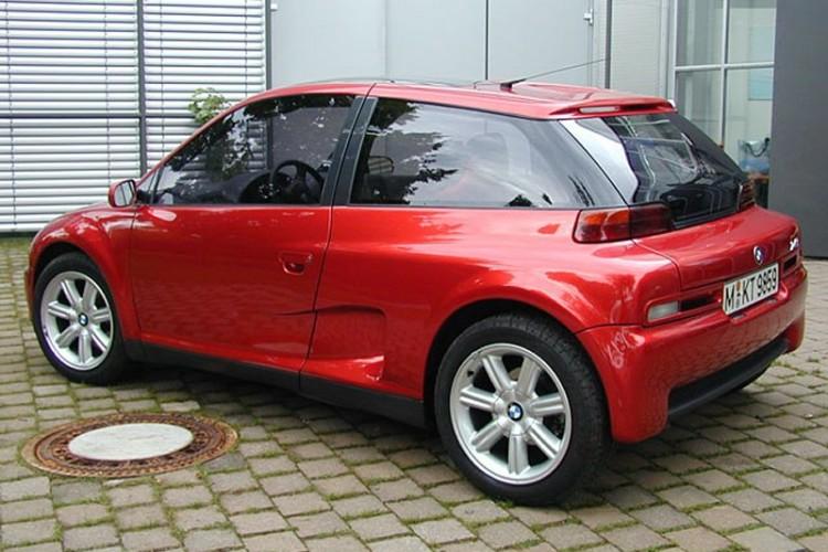 Le 2ème proto rouge fabriqué par le carrossier italien Stola