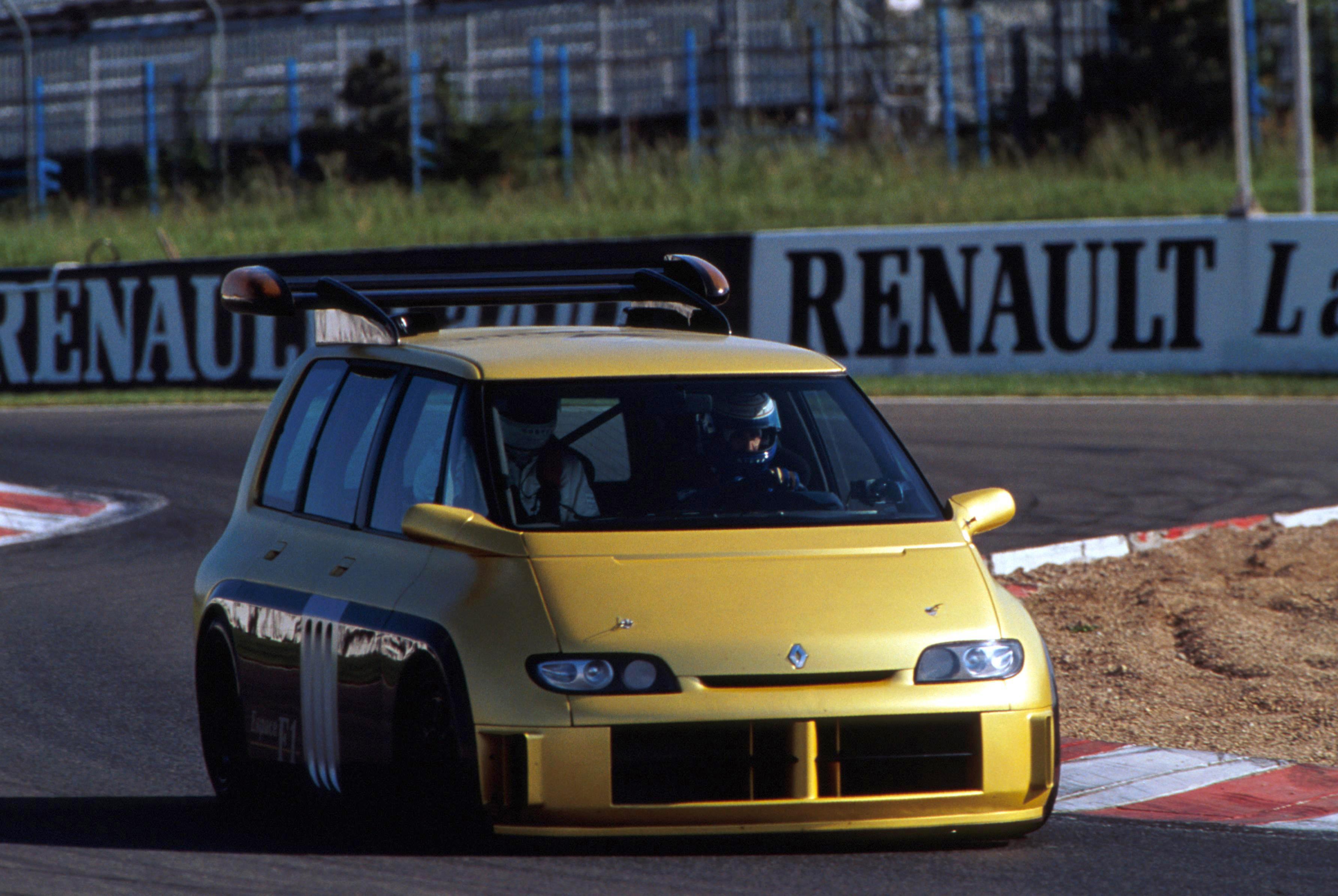 L'Espace F1 conduite par Alain Prost à Magny Cours en mai 1995 !