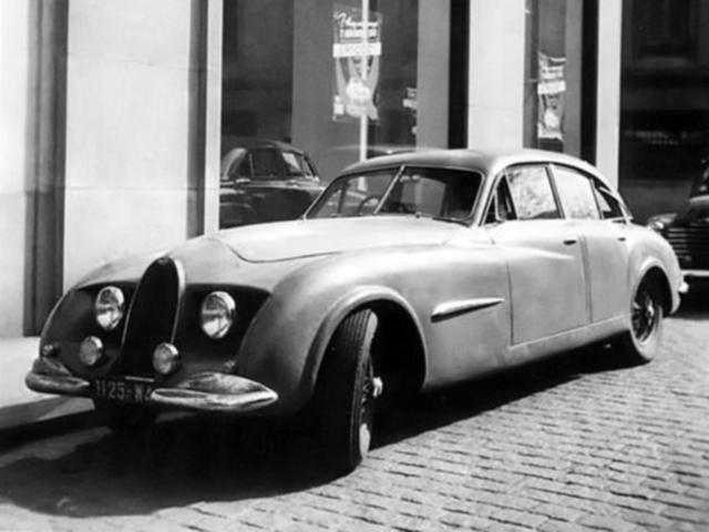 Le châssis 101500 dessiné par Louis Lepoix, est une berline, après le coupé prototype (photo de couverture)