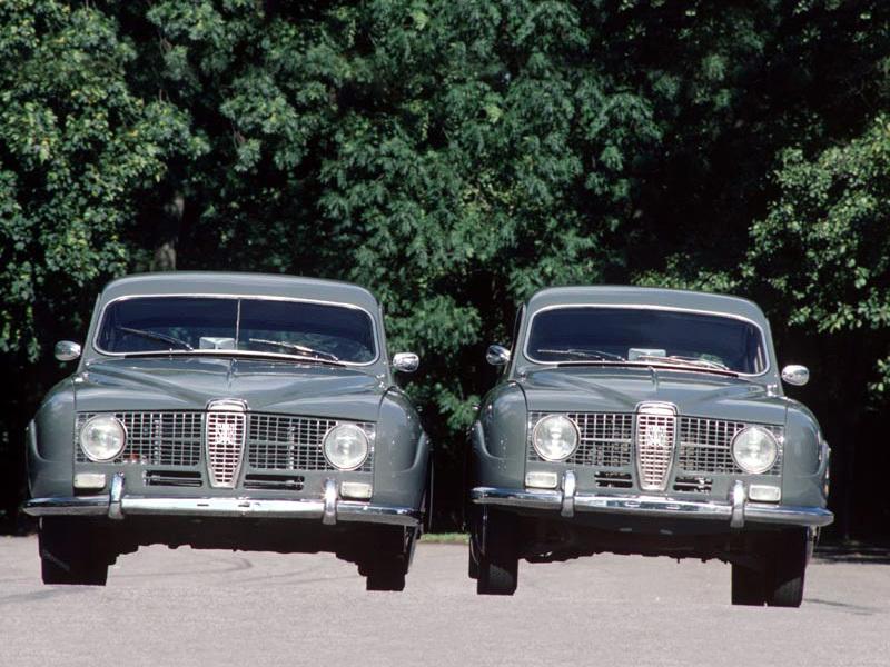 Le prototype Paddan aux côtés d'une Saab 96: voyez la différence de largeur !