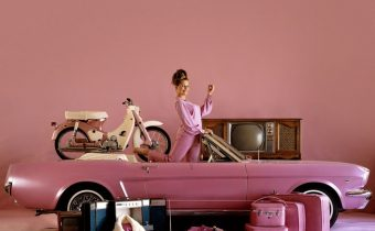 "Playboy : 9 voitures désirables couleur ""Playmate Pink"""
