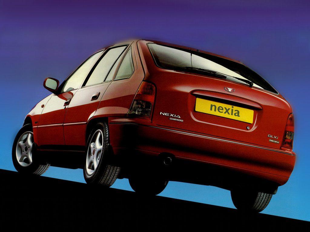 Une Nexia GLX, la version haut de gamme en version 1.5 16s et vitres électriques !