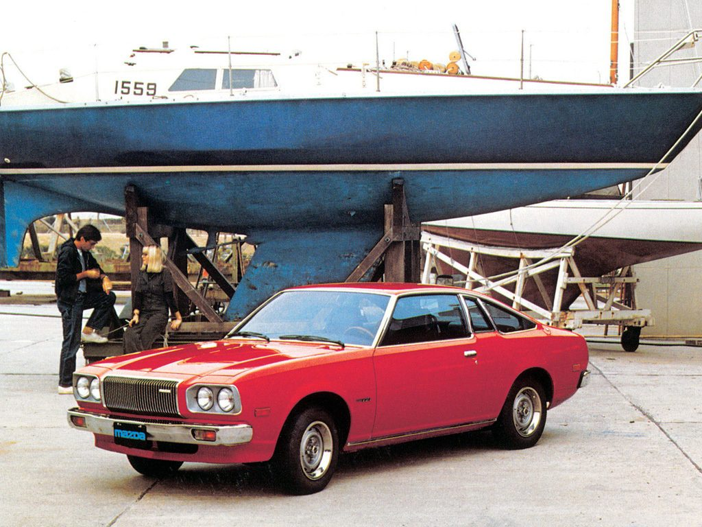 Oui, la première Mazda 121 n'a pas vraiment la même gueule que les suivantes !