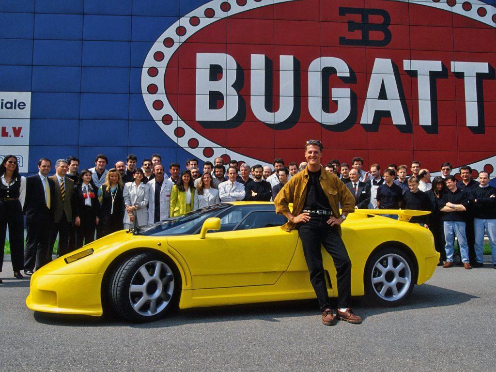 Schumacher prend possession à l'usine de son EB110 SuperSport