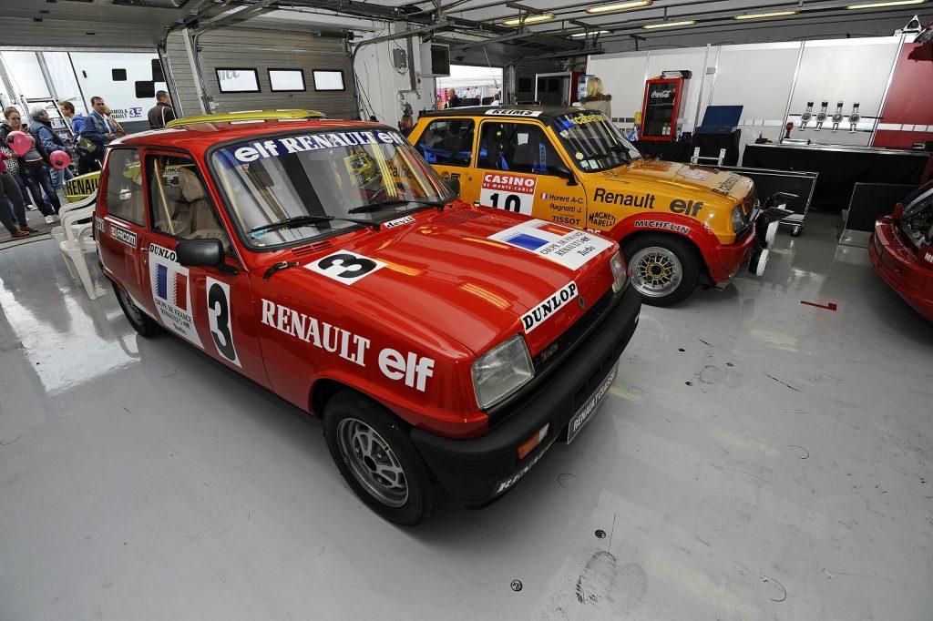La Groupe 2 pose avec une R5 Alpine Coupe !