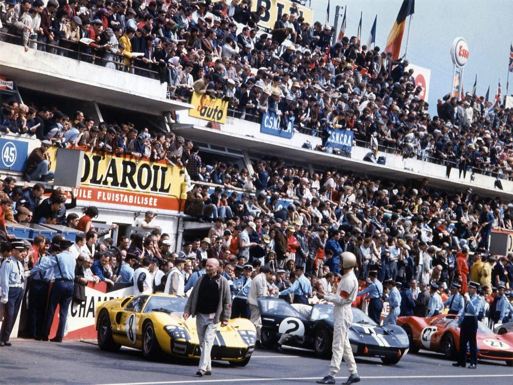 Les GT40 sont au départ en 1966 !!!