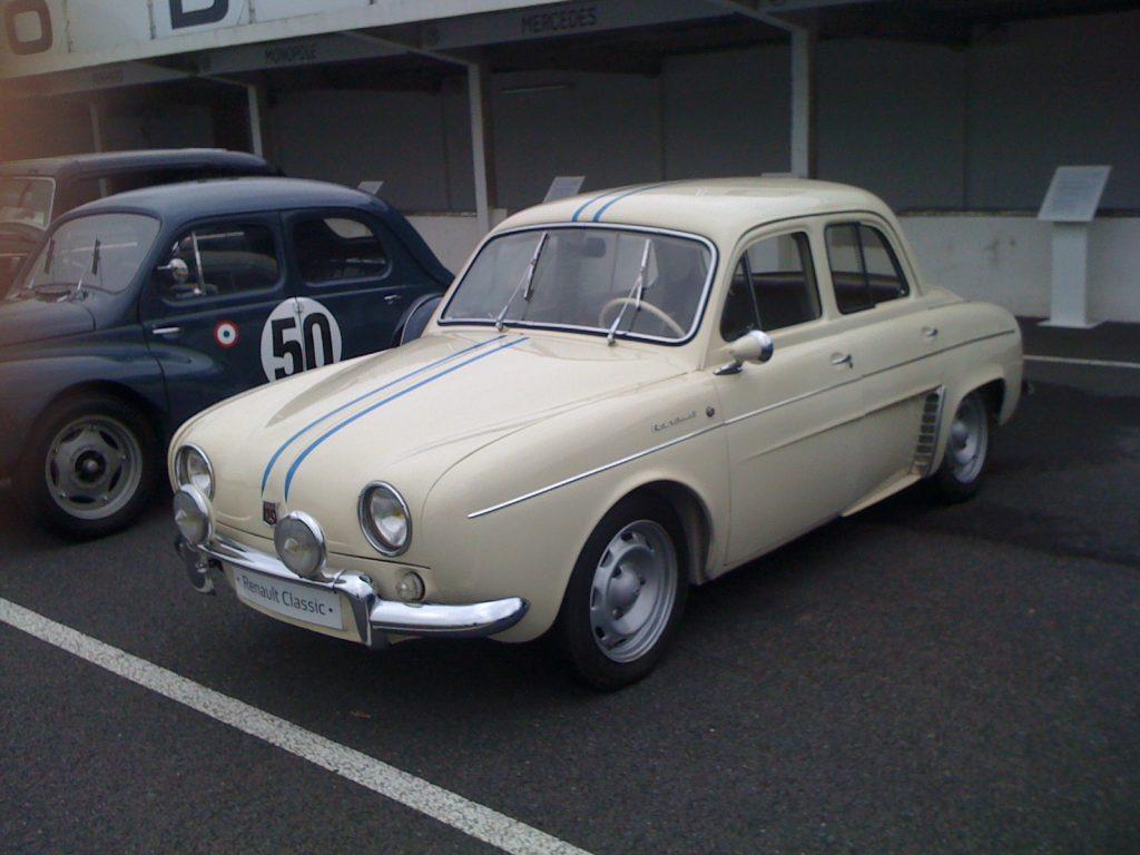 La Dauphine 1093 restaurée par Renault Classic n'attend plus que moi !