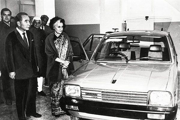 Indira Gandhi présente officiellement la Maruti 800 en décembre 1983 !
