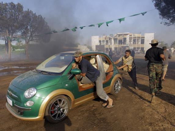 La plus célèbre des Castagna: la version plage électrique réalisée pour Kadhafi !