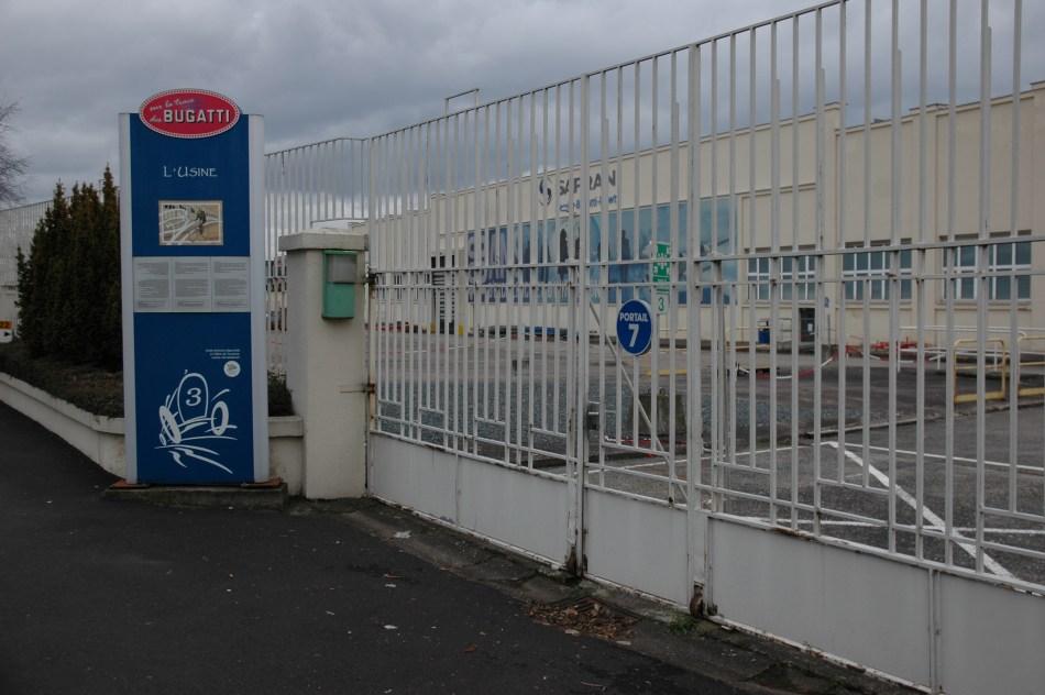 L'ancienne usine, devenue Messier-Bugatti puis Safran Landing Systems en 2016, garde l'empreinte de la mythique marque à Molsheim