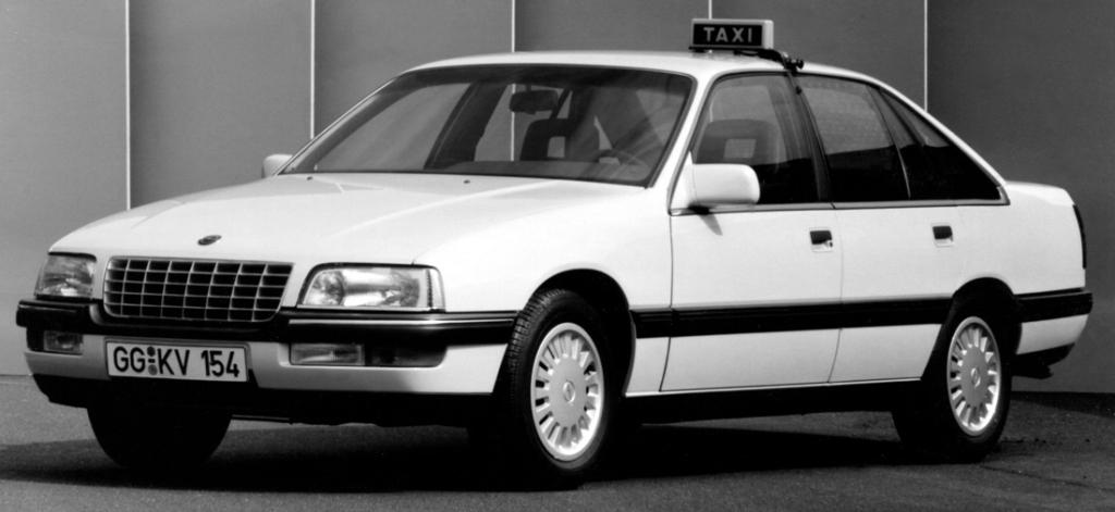 La Senator connaîtra aussi une carrière de taxi, mais aussi de voiture de police en Angleterre sous le blason Vauxhall