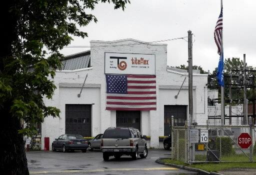 L'usine de Springfield aujourd'hui (en haut) et celle de New York (en bas)