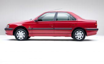 Les Peugeot 405 et Pars à l'ombre des Pyramides