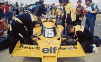 """Renault RS01 : les premiers tours de roues de la """"Yellow Teapot"""" à Silverstone"""