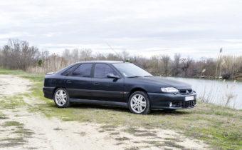 """Renault Safrane Biturbo 1994 """"Louis Nicollin"""" : la bonne affaire aux enchères ?"""
