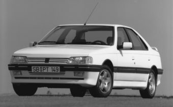 Peugeot 405 Mi16 : The sparkling Sochalienne sedan