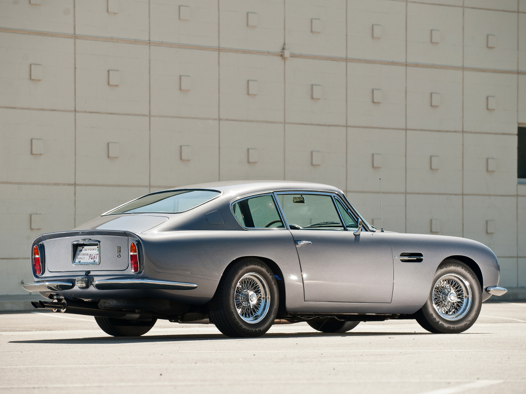 Aston Martin Db6 En Attendant La Dbs